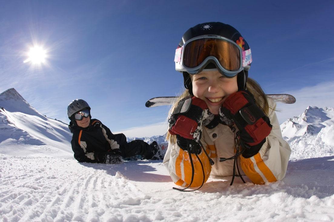 Как и когда учить ребенка кататься на сноуборде и лыжах?