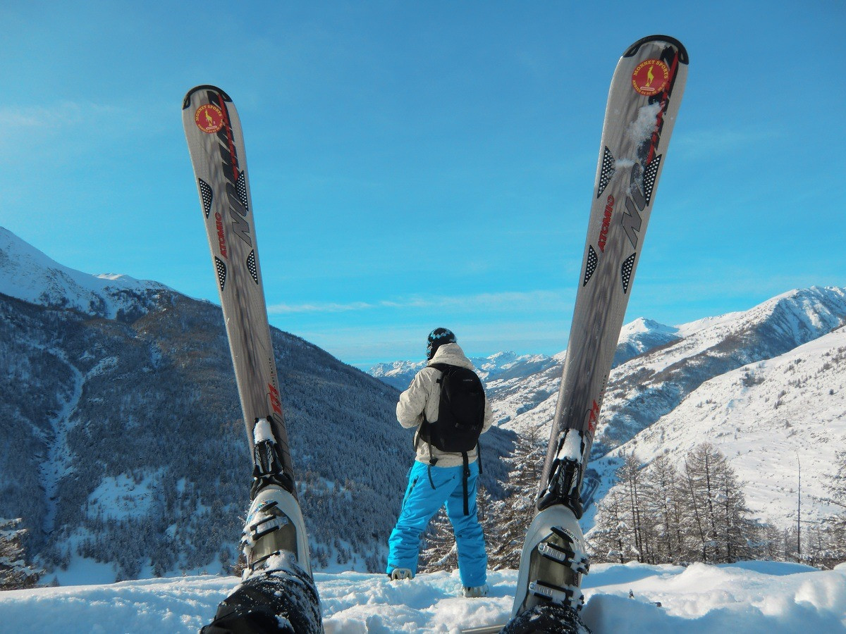 Лучшие горнолыжные курорты в России: куда поехать зимой кататься?