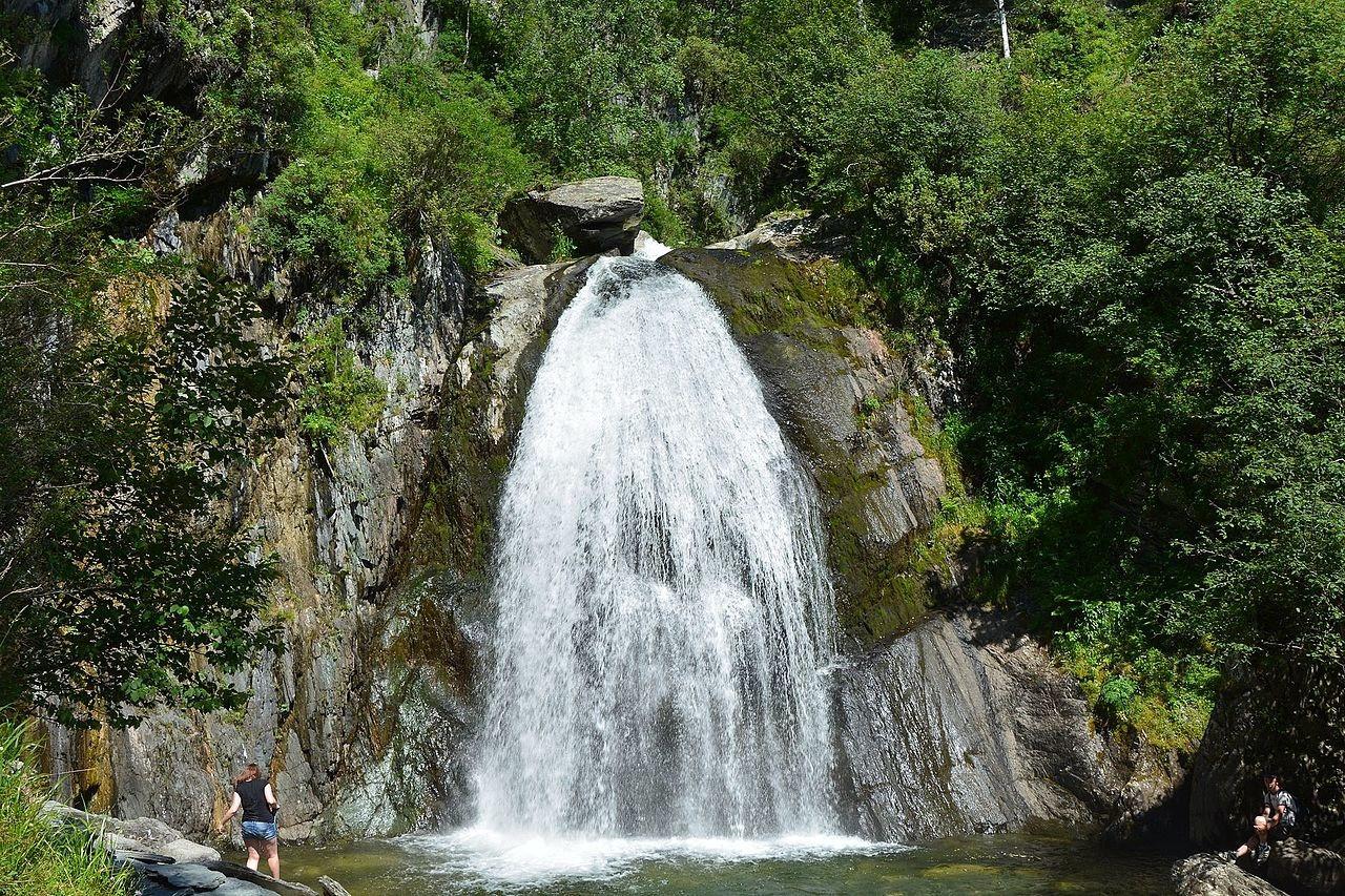 Телецкое озеро на Алтае —отличное место для спокойного отдыха