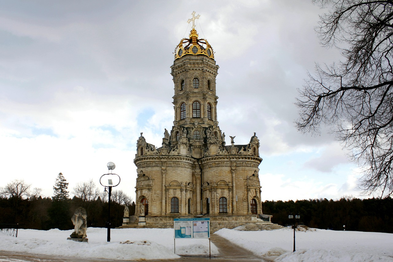 Церковь Знамения Пресвятой Богородицы (Знаменская) —уникальный «коронованный» храм в Подмосковье