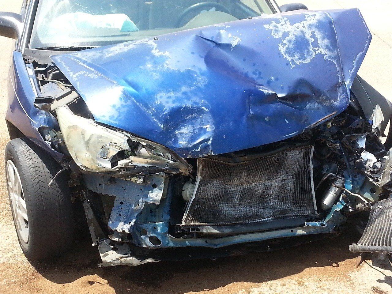 Что делать, если на трассе из фуры выпал груз и повредил вашу машину?