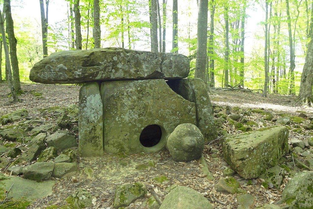 Дольмены Краснодарского края: о чем молчат каменные сооружения?