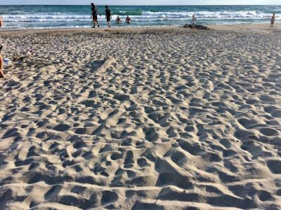 Интересный песчаный пляж в Крыму на «руинах» Казантипа