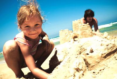 Во что поиграть на пляже с ребенком?