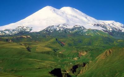 Круглогодичные горнолыжные курорты России: где покататься летом?