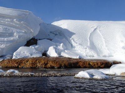 Где поплавать зимой в России? Необычные терминальные источники
