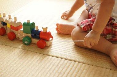 Поездка с ребенком на поезде: к чему нужно готовиться родителям и как избежать трудностей