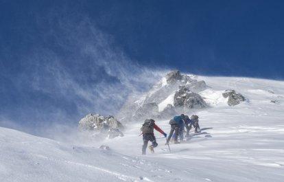 Эльбрус туристический: зачем ехать в Приэльбрусье?