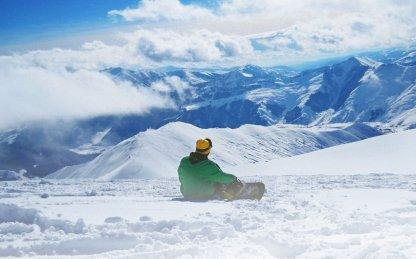 Сколько стоит покататься на лыжах или сноуборде в России?