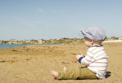 С какого возраста можно возить ребенка на море: детали и нюансы