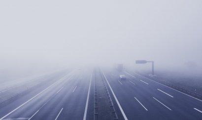 Советы по вождению в туман: как преодолеть большое расстояние на машине в условиях плохой видимости