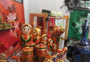 Что купить в поездке: подарки и сувениры, которые российские туристы чаще всего привозят домой