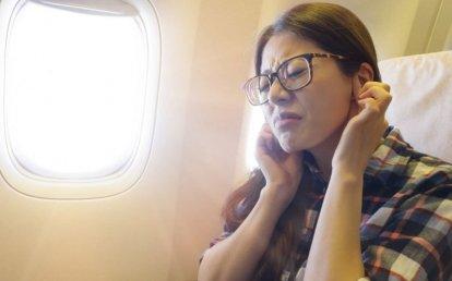 Что делать, если закладывает уши в самолете и от этого неприятно или больно