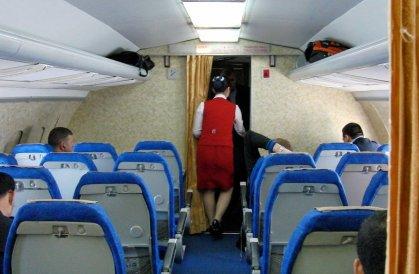 Что нельзя делать в самолете: от курения до увлажняющих масок
