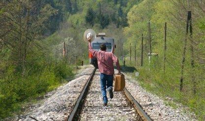 Пассажир отстал от поезда: что делать?