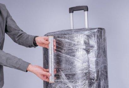 Зачем оборачивать чемоданы пленкой в аэропорту и нужно ли это делать на самом деле