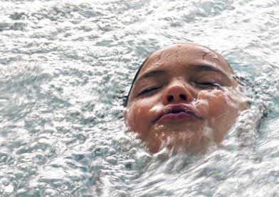 Ребенок отравился на море: что делать?