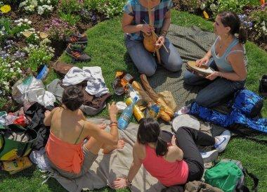 Что взять с собой на природу: полный список вещей и рецепты блюд на открытом огне