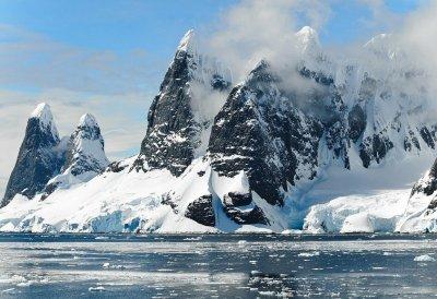 Чем опасен туризм для Антарктиды